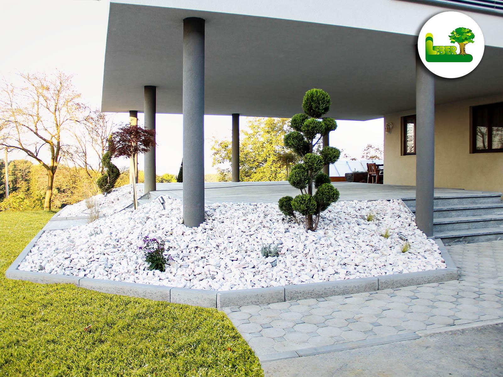 terrasse mit biasca gneis steingarten mit zierkies garten leber. Black Bedroom Furniture Sets. Home Design Ideas